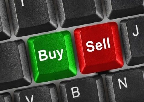 Understanding Bonds - Buying and Selling Bonds; picture of a computer keyboard for investors with a green key saying buy and a red key saying sell