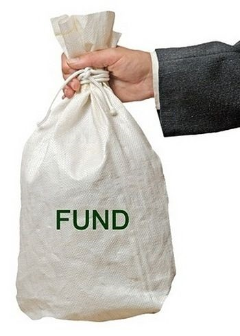 introduction to closed end funds - picture showing an investor holding a white bag filled with money with the word fund written on the front in large green capital letters