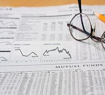 Investing in Stocks for Beginners - Portfolio size and Brokerage costs; picture of a financial newspaper showing the mutual funds prices for brokers to buy and sell the funds for a portfolio