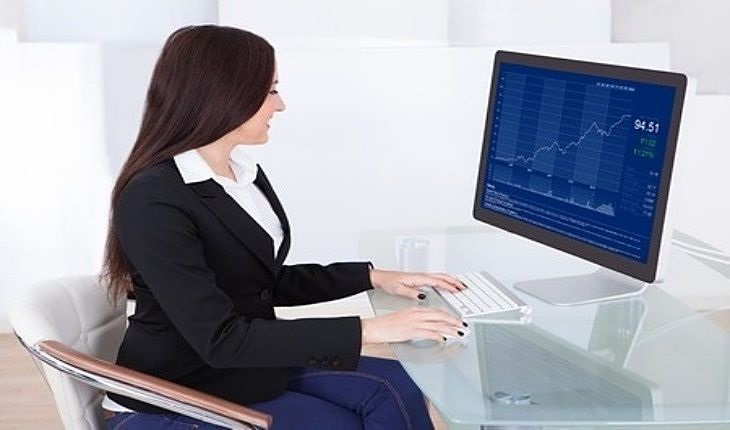 Speculative Investing Strategies - Value Trading with Short Options; picture of a value trader looking at stock price screen on a computer while sitting down at a desk
